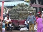 Chargement d'ananas à la frontière