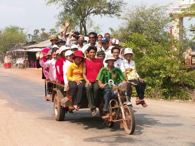 La moto-remorque, un des moyens de transport au Cambodge