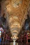 L'interieur de la cathedrale de Santiago. Binnenin de Katherdraal van Santiago