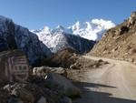En quittant Nyalam au petit matin, altitude 3700m