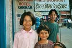 Les filles du patron de l'hôtel Shikhar
