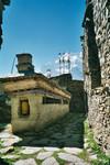 Mur Mani dans les ruelles de Ghyaru