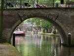 Le bateau de la voirie dans les canaux d'Utrecht