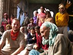 Invité pour le thé par le Baba de la mosquée locale