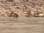 Enfants jouant sur les bords du Mékong