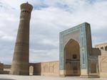 Le Kalon Minaret et l'entrée de la mosquée Kalon
