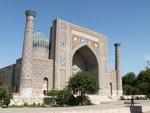 La merdessa de Sher Dor sur le Registan à Samarcande