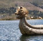 Même les bateaux sont fait de totora. Ook de boten die nog steeds worden gebruikt.