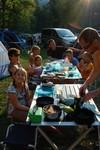 Les grandes tablées au camping à Bled. Met z'n alle eten.