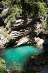 Une eau incroyablement pure dans les gorges de Vintgar. Een mooie wandeling in de Vingar kloof, langs een rivier.