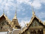 Toits de temples typiques de l'architecture thaï