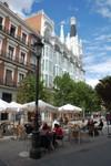 Les rues de Madrid sont remplies de cafés et de terrasses. Typisch plaatje voor Madrid.